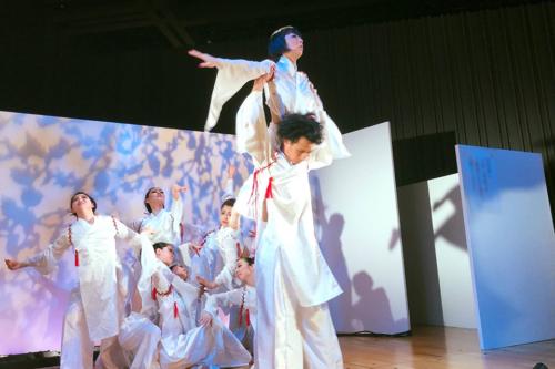 ※写真はダンサーとしてGWに出演した東京キモノショーでのラストのリフト